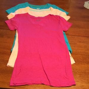 Lot of 3 V-neck, short-sleeve tees. Size small